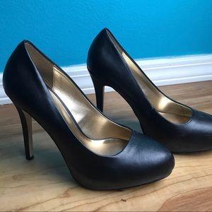 STEVE MADDEN Black and Gold Heels